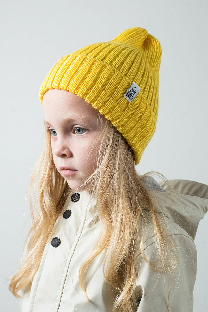 """Вязаная шапка тыковка на ребенке. Коллекция """"Камчатка"""". цвет желтый."""