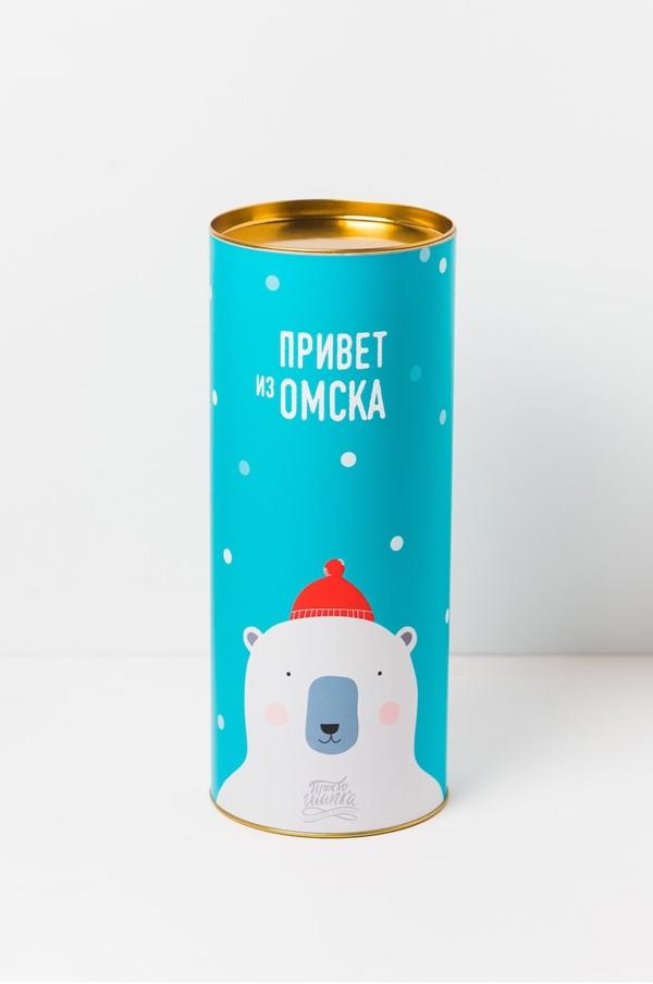 Подарочный тубус «Привет из Омска» белый Мишка в красной шапке. Размер L