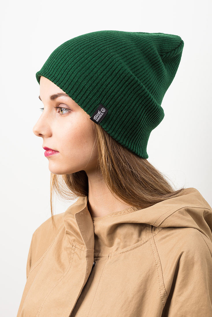 ТОКИО, вязаная двухслойная шапка на молодой девушке. Цвет темно-зеленый. Шапка как у Монатика, Кусто. Beanie hat. Watch cap. Морячка