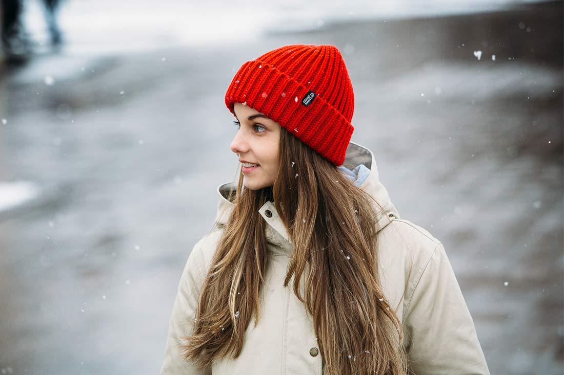 Шапка крупной вязки Байкал красного цвета
