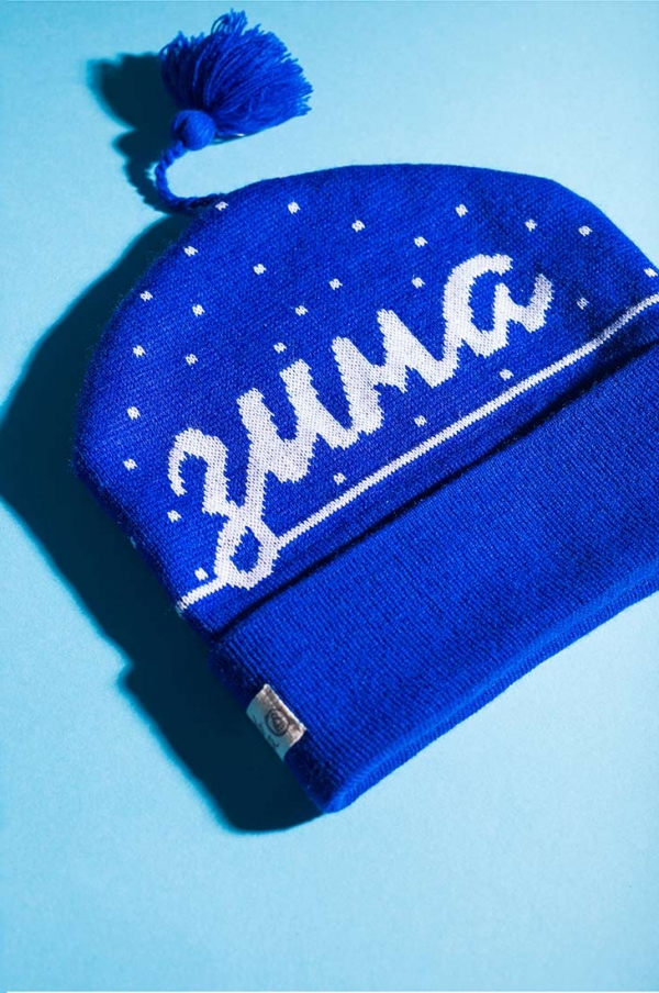 Шапка петушок синего цвета с надписью Зима