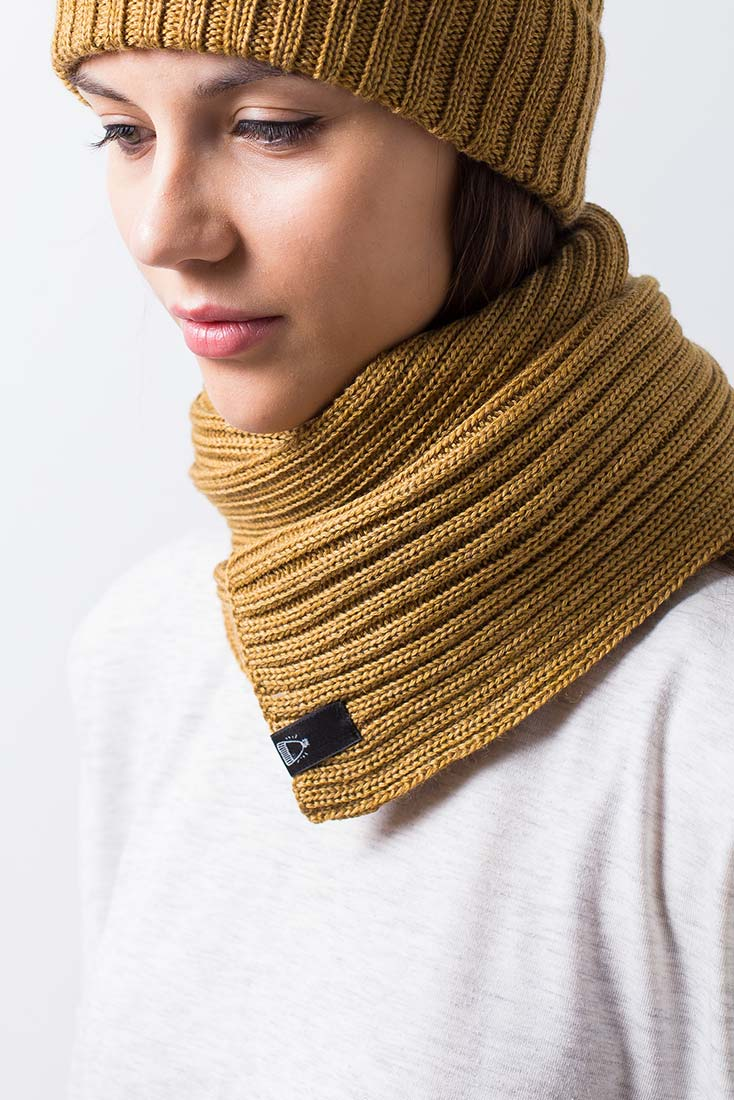 Вязаный шарф бежевого цвета