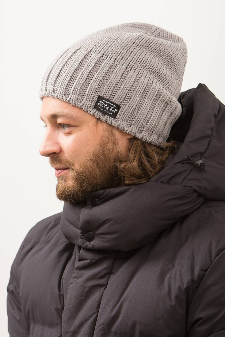 Зимняя шапка РЕЙКЬЯВИК с флисовым подкладом на мужчине. Цвет - серый