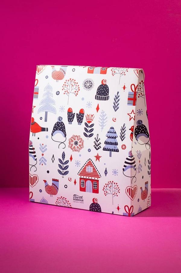 Подарочная новогодняя коробка с принтом