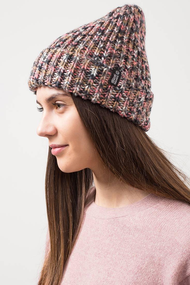 Вязаная объемная шапка «Валенсия» твидовая расцветка на девушке